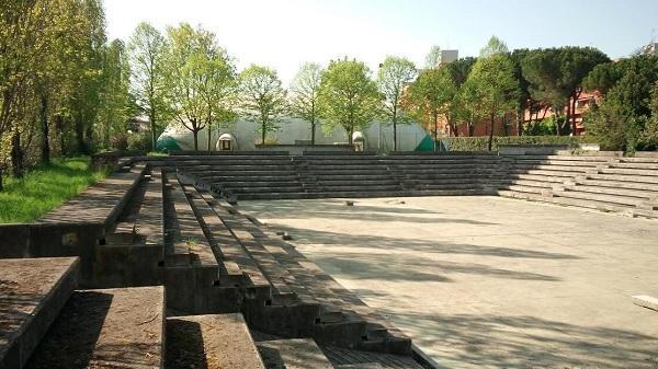 Play Time Fano, un paradiso sportivo in degrado, foto dell'anfiteatro abbandonato