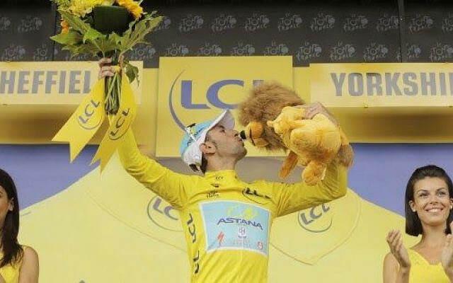 Vincenzo Nibali con la maglia gialla al Tour de France 2014