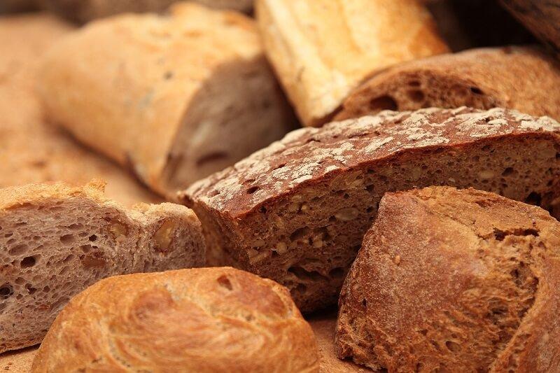 Produzione di pane in una filiera produttiva